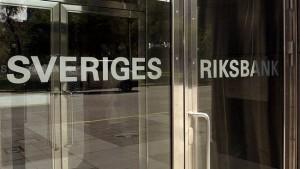 Riksbank sänker reporäntan